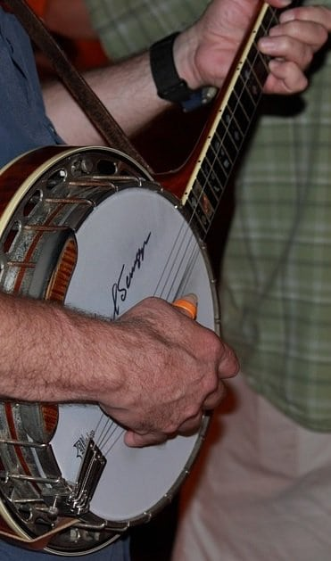 How to Play the Banjo: 5 Tips for Every Beginner - StringVibe