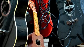 4 Challenges of Transitioning From Ukulele to Guitar